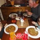 Navštěvujeme známou restauraci U Osla a cpeme se zdejšími vyhlášenými bramboráky.