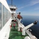 Po zbytek dne se procházíme po otevřené palubě lodi.