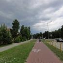 V Juratě se pískovo-kamenitá stezka mění na dlážděnou, tak na ní opět najíždíme a takto pokračujeme až do Władysławowa