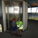 Děti a srabi mohou výjimečně na rozhlednu výtahem.
