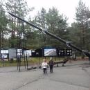 Mnoho toho k vidění není, v jediné budově pár fotografií a dokola puštěná videa dokumentují vývoj a testování těchto střel, ve venkovní expozici potom repliky několika raket.