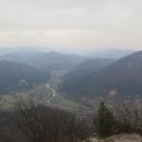 Výhled na údolí Váhu a kdyby nebyly mraky, byla by vidět Velká Fatra