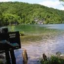 Každé jezero je označeno cedulí se jménem, hloubkou, rozlohou, nadm.výškou a mapkou kaskády