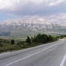 Bíle zářící pohraniční hory s Bosnou