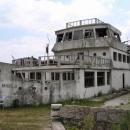 Dům nebo loď? Škoda jen, že už tady nikdo nebydlí.