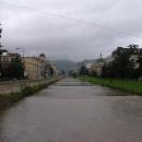 U řeky Miljacka v Sarajevu pátrám po místu atentátu na Ferdinanda (pro rodáka z Konopiště je to povinnost)