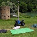 Sušení a slunění se u řeky Kupy před slovinskými hranicemi