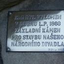 Tak tohle už je asi třetí místo, odkud byl zaručeně vydloubnut základní kámen pro stavbu Národního divadla :-)