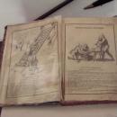 Na hradě je výstava zajímavých knih, toto je návod k použití mučících nástrojů :-)