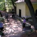 Lázně Smraďavka u Buchlovic. Vodu si ale troufli ochutnat jenom Markéta s Luďkem.