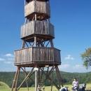 Dřevěná rozhledna nad obcí Modrá