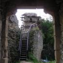Hradní věž a celý hrad pomáhají rekonstruovat mladí Brontosauři