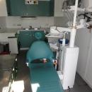 Dokonalá zubařská ordinace v malé buňce. Je potřeba myslet opravdu na všechno.