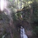 Nad vodopádem vedou vyhlídkové plošiny - omluvte kvalitu fotografie