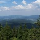 Vidíme i Rychlebské hory s Borůvkovou horou, kde jsme byli cca před týdnem