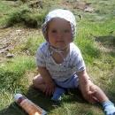 Naše modelka Šárka (necelý 1 rok). Ten bílý flek, co má na čele, je máslo na objektivu - kdo má děti, chápe...