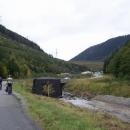Údolíčko s příjezdovou cestou k elektrárně