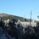 Nová lanovka se táhne podél cesty až k vrcholu Sněžky