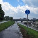 Cyklostezky vedou podél  řeky Wisly napříč městem