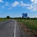 Za hranicí se objevila cedule Kyjev 228 kilometrů. Děti zajásaly a výrazně zrychlily, jako by tam chtěly dojet ještě ten den.