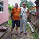 Ivan (ten napravo), který nám nechal na noc svůj dům