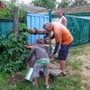 Vyzkoušeli jsme si místní život, voda do domku zatím nebyla zavedena...