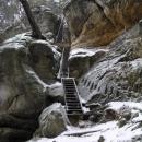 Výstup na skalní hřeben u Příhrazů
