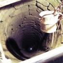 Hluboká studna - kdepak, bez vody to na hradě nejde...