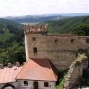 Z hradu je pěkný výhled na okolní kopečky...