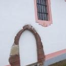 Že by původní gotické dveře