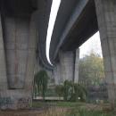 Pod dálničním mostem