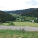 Silnice se láme a my v serpentinách dlouho klesáme do Furtwangenu.