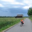 První kilometry jsou ve znamení úprku před bouřkou.