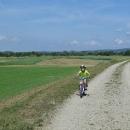 Za Regensburgem se nám po levé ruce začaly objevovat kopečky Bavorského lesa, podhůří Šumavy.
