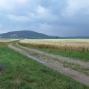 Blížíme se na Slovensko, nad Bratislavou a Děvínem zuří bouřka