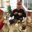 V cukrárně oslavujeme příjezd na Slovensko, tedy už skoro romů...