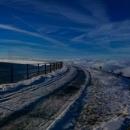 Horní vodní nádrž EDS kupodivu šla i objet. Když jsme tady byli s lyžemi minule, bylo už jaro a okruh vytátý... Dnešní počasí sice jaro také připomíná, ale je leden.