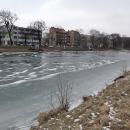 Labe kousek od Městských lázní je zamrzlé (jo jo, to zrovna byly největší mrazy letošní zimy :-)))