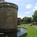 Nantes - mohutnými zdmi opevněný vodní zámek.