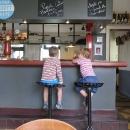 Děti v baru