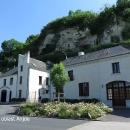 Pokračujeme vinařskou oblastí nazvanou Anjou, vinné sklepy tu jsou vytesané do vápencových skal.