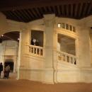 Centrem zámku je důmyslné točité schodiště.