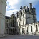 Podobné schodiště je v zámku v menší obdobě k vidění ještě několikrát.