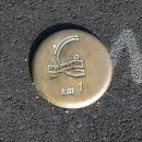 Asi posledních padesát kilometrů (resp. prvních z pohledu od Nevers) je každý kilometr značený měděným terčíkem umístěným vprostředku cyklostezky.