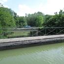 Jeden most pro auta, druhý pro vodu :-)