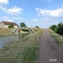 Za Decize se napojujeme na další kanál, Canal du Nivernais. Přesně takto vypadala závora, do které Šárka narazila nosem.