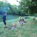 V Decize jsme poměrně dobře nakoupili a na večeři plánujeme buřty opečené na ohni.