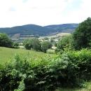 Pohoříčko Morvan, to jsou louky, farmy, pasoucí se krávy, mezitím osamělé vesničky...