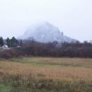 Toto je Bořeň. Mohutný znělcový masiv tyčící se nad Bílinou do výšky 530 metrů - náš cíl nedělního výletu