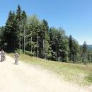 Cestou do Heroltic přejíždíme dvě sjezdovky lyžařského areálu Buková hora. V létě opravdu nehezký pohled na zničený les :-(